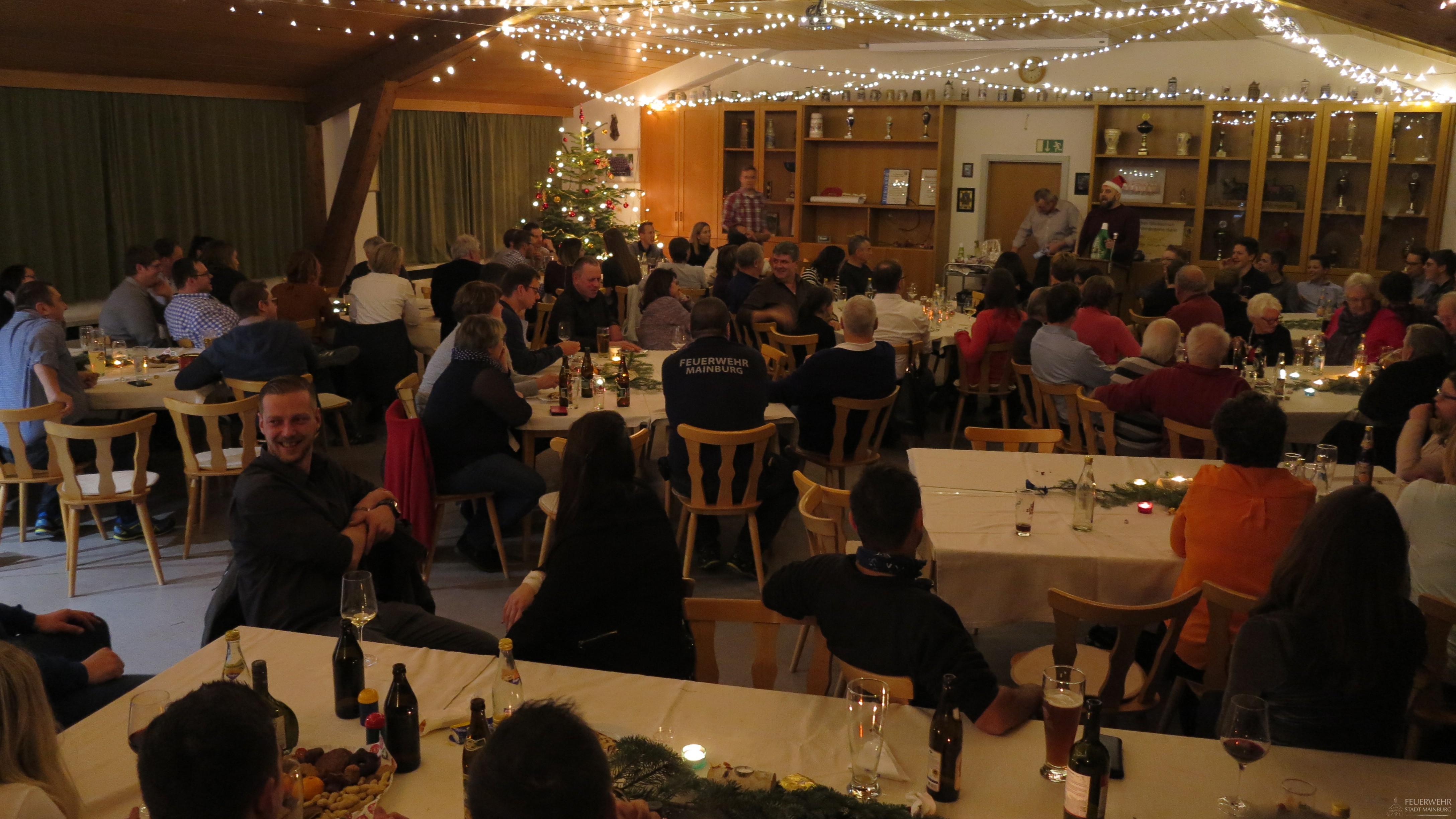 Gemütliches Zusammensitzen zur Weihnachtszeit.
